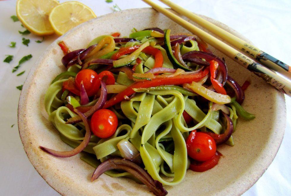 tallarines con salsa thai