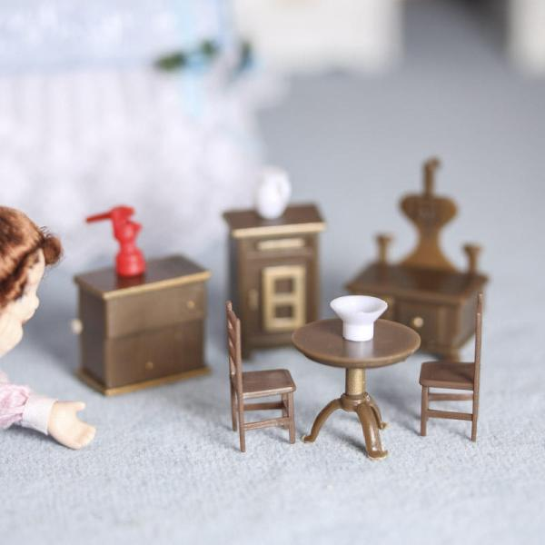 Miniature Dollhouse Furniture and Accessories