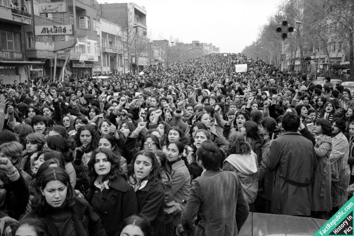 02-protesting-forced-hijab-History in Pics