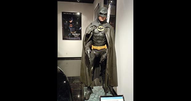 eec62b79c95d Batman does not wear boots in Batman Returns. Instead