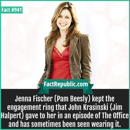 941. Jenna Fischer-Jenna Fischer (Pam Beesly) kept the engagement ring that John Krasinski (Jim Halpert) gave to her in an episode of The Office and has sometimes been seen wearing it.