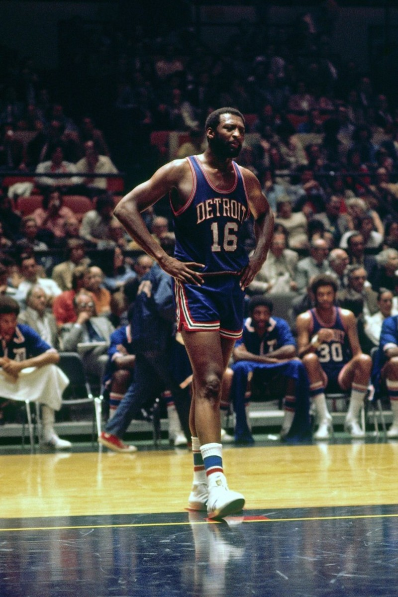 Size 22 Shoes 10 Players With The Biggest Feet In Nba History