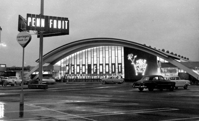 Penn Fruit had arguably the most dramatically futuristc designs ever conceived for a US grocer but was a bit player. Over-expansion and leverage drove the chain bankrupt by 1978. 1955 Photo: Philadelphia Sign Co.