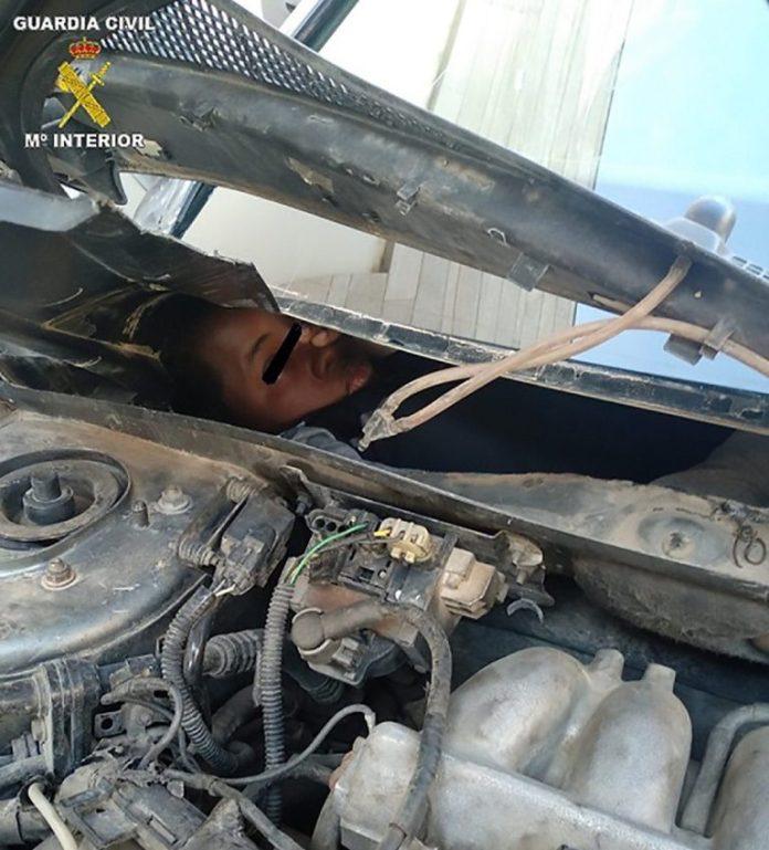 Maroc: 4 migrants retrouvés cachés dans des tableaux de bord et des moteurs de voiture