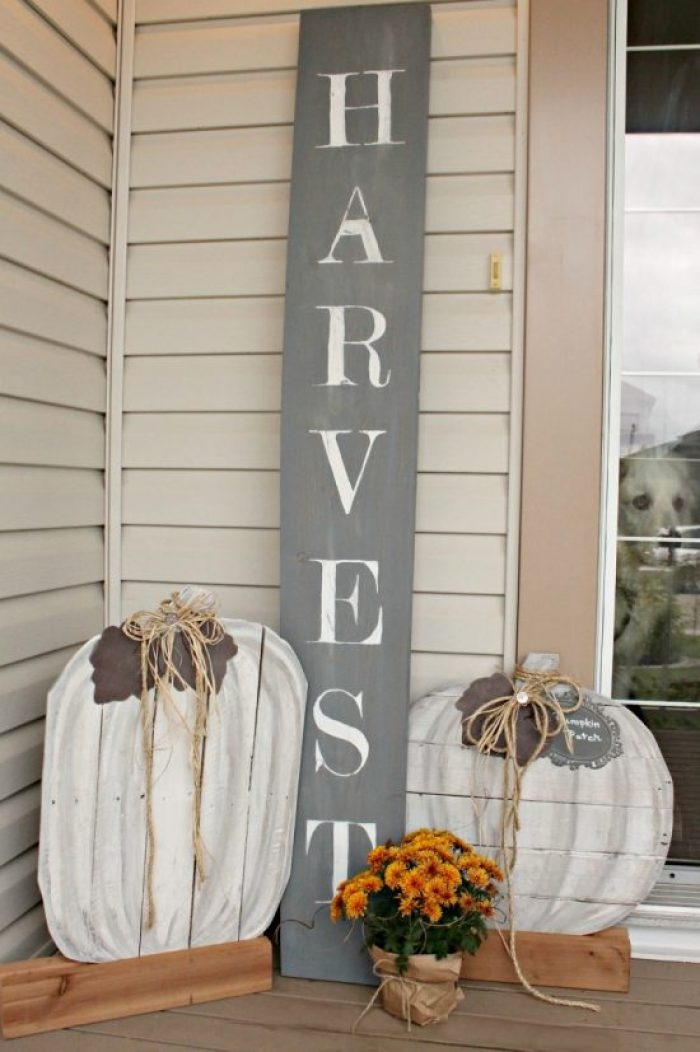 Pumpkins, Pallet projects, pallet pumpkins, outdoor fall decor, neutral fall decor, DIY Fall Decor