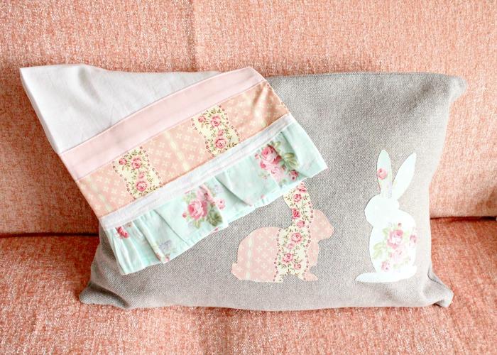 A pretty DIY tea towel with coordinating fabric. Pretty DIY tea towel, easy prairie point, diy tea towel, diy kitchen towels, what is a tea towel, sew a tea towel, farmhouse kitchen decor, Spring tea towels