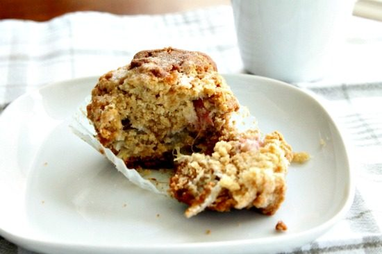 Rhubarb Muffin Recipe, easy muffin recipes, crumble topped muffins.