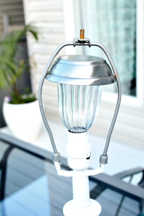 Installing a solar lamp to replace an electric lamp. DIY Outdoor Lighting, DIY Solar Lights, Solar Light Ideas