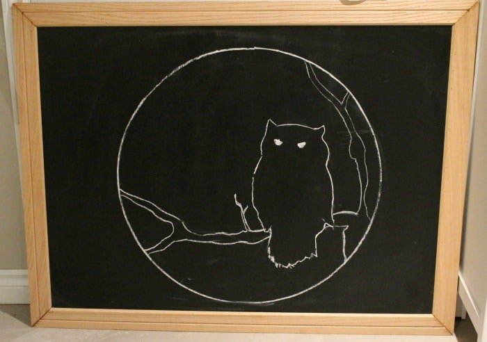 A owl and moon silhouette drawn in chalk on a Halloween Chalkboard. This DIY Halloween decor is not scary. Halloween Chalkboard Art, DIY Halloween Decorations, Halloween Decor, DIY Halloween Decor
