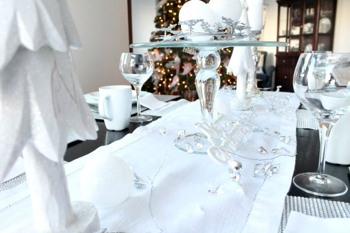 Christmas tablescapes, christmas tablescape ideas, christmas table, christmas table settings, christmas table setting ideas.