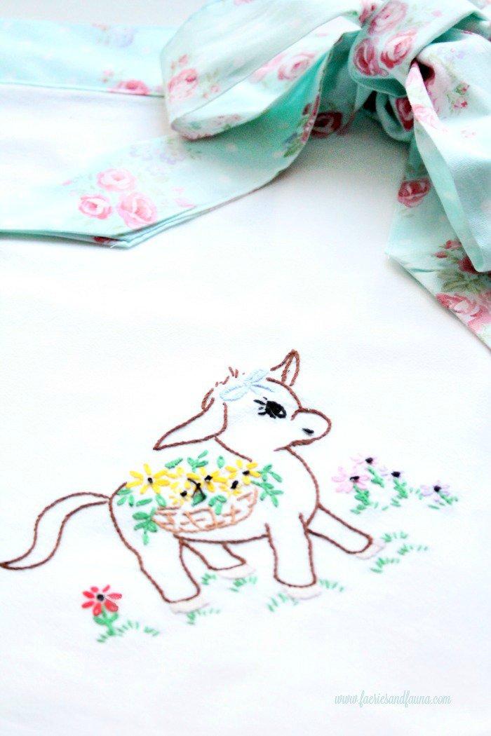 Very farmhouse vintage applique on pretty diy tea towel apron craft