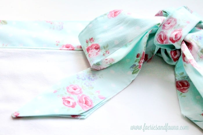 A pretty fabric bow in turquoise cottage print.