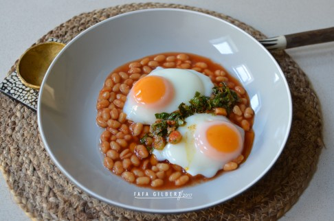 BAKEC BEANS WITH POACHED EGGS