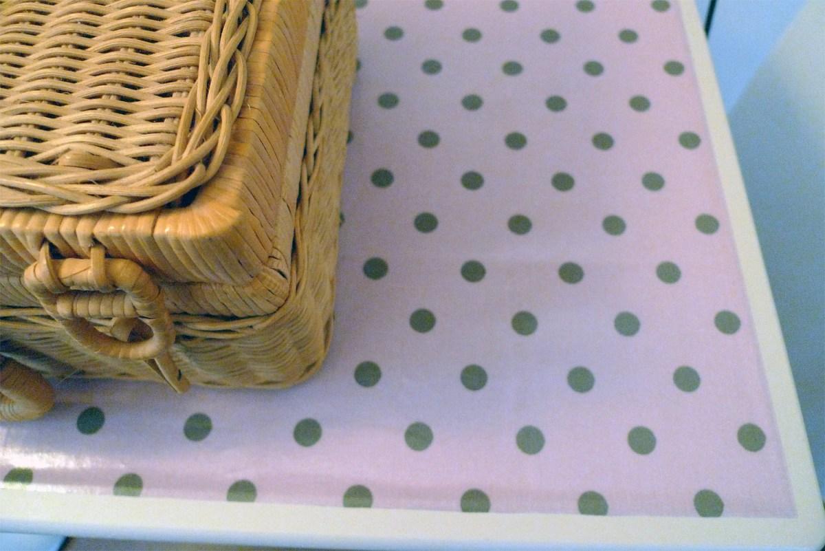 Récup' : redonner une seconde vie à un meuble de cuisine à roulettes pour une chambre bébé !