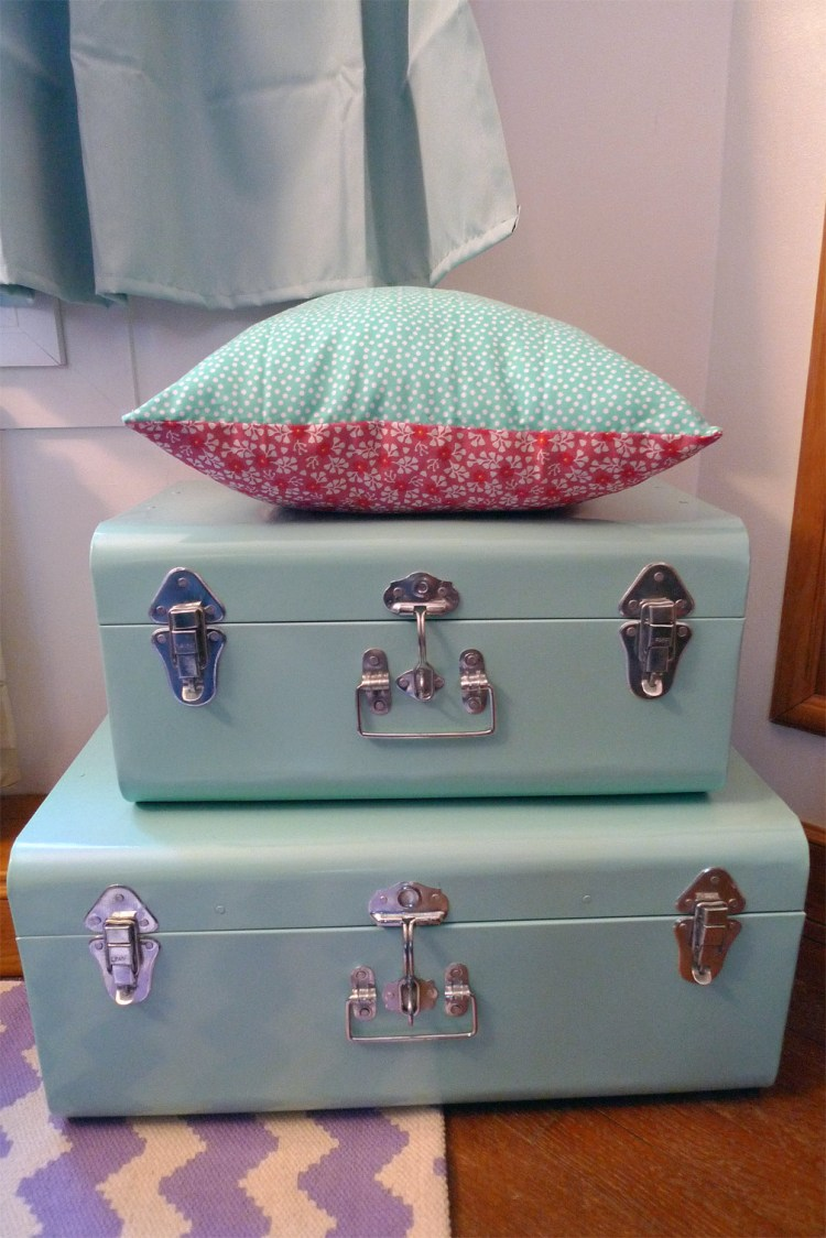 diy pr parer et personnaliser la valise maternit fafaille studio. Black Bedroom Furniture Sets. Home Design Ideas