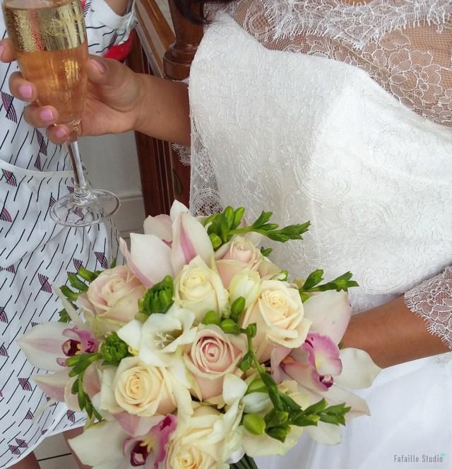 La robe de la mariée boléro en dentelle