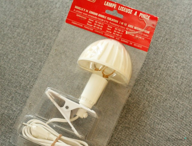 Lampe liseuse vintage blanche