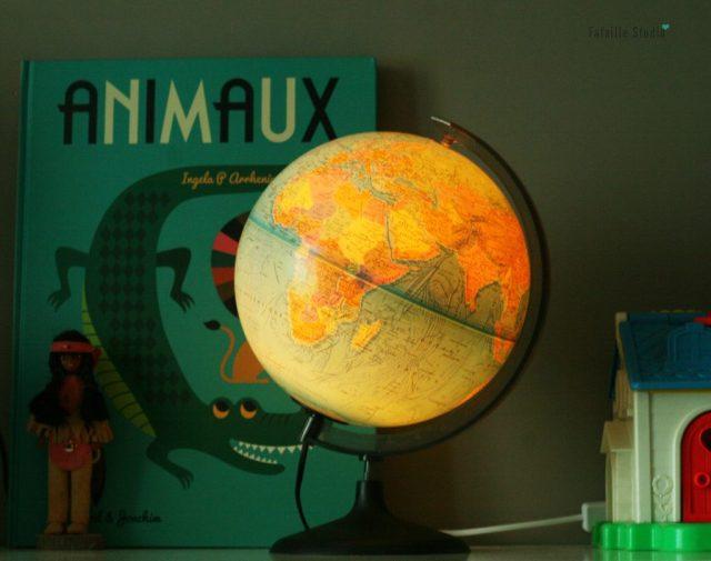 Globe terrestre lumineux vintage lumière douce
