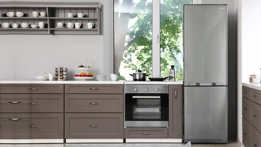 SHARP SJ-BA10IMXI2 kombinovani frižiderKombinovani frižider 324l - SJ-BA10DMXIF u kuhinji