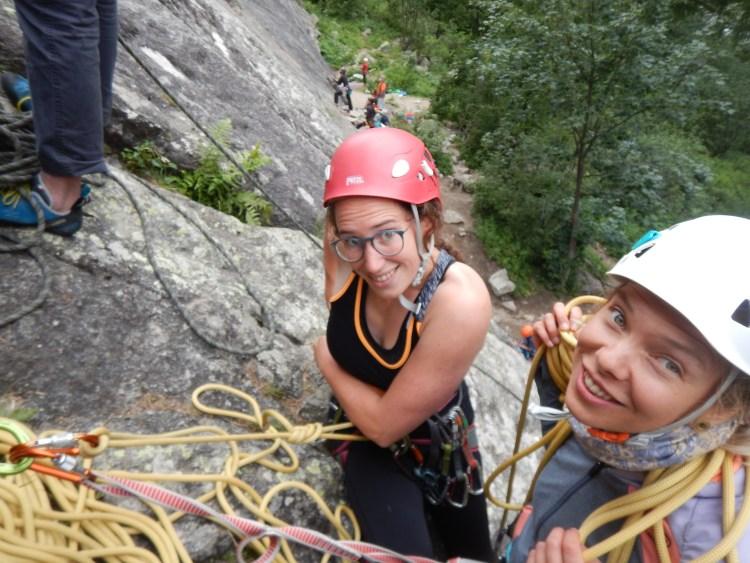 Ladies on the rocks op de rotsen van Sy