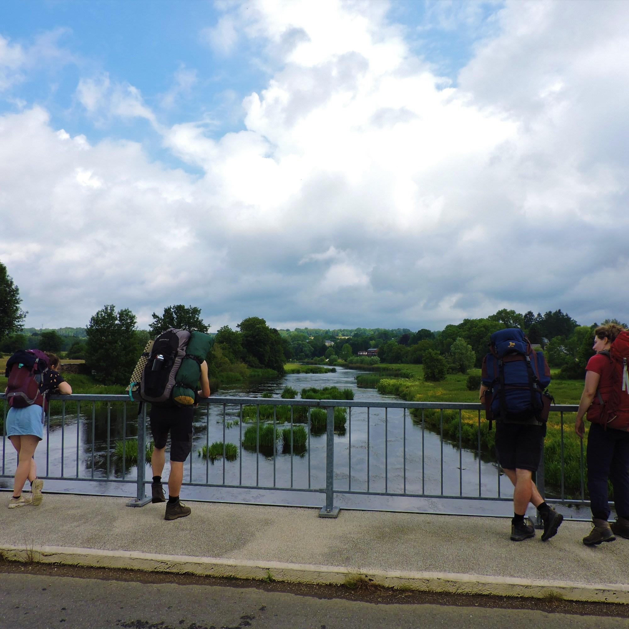 Semois Avec Toi kijkend naar de rivier