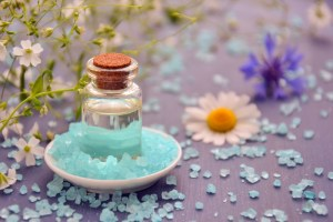 aromatherapy-cosmetic-oil-essential-oil-spa-cosmetology-sea-salt-1457643-pxhere.com