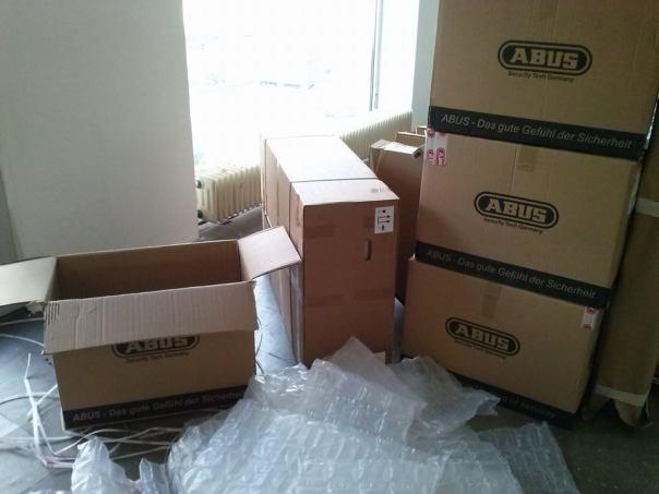 Kartons und verpackte Luft