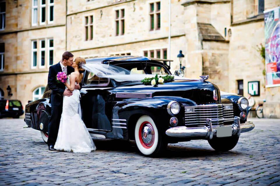 Cadillac-Touring-Sedan_4-1
