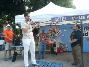 Je n'ai trouvé que deux photos de l'événement sur facebook, l'une avec Martin faisant son discours, puis une où je fais le mien, mais aucune avec Croc, ici à droite, recevant sa glorieuse patate.