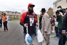 Mike Brown Dad delivering turkey to protestors.