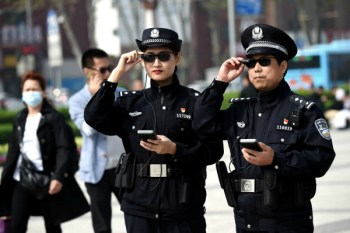 NYT depiction of Chinese police wearing smart glasses