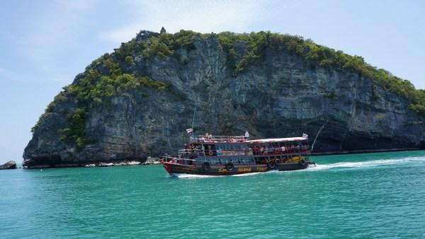Cruising to Angthong
