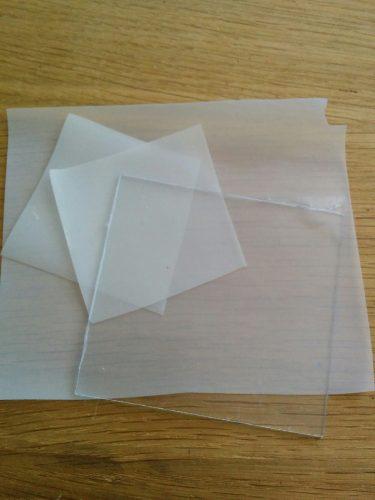 Plexiglas et film opacifiant
