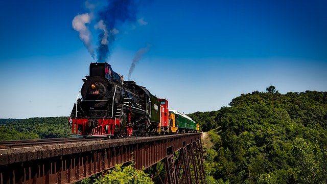 Train consommant des énergies fossiles