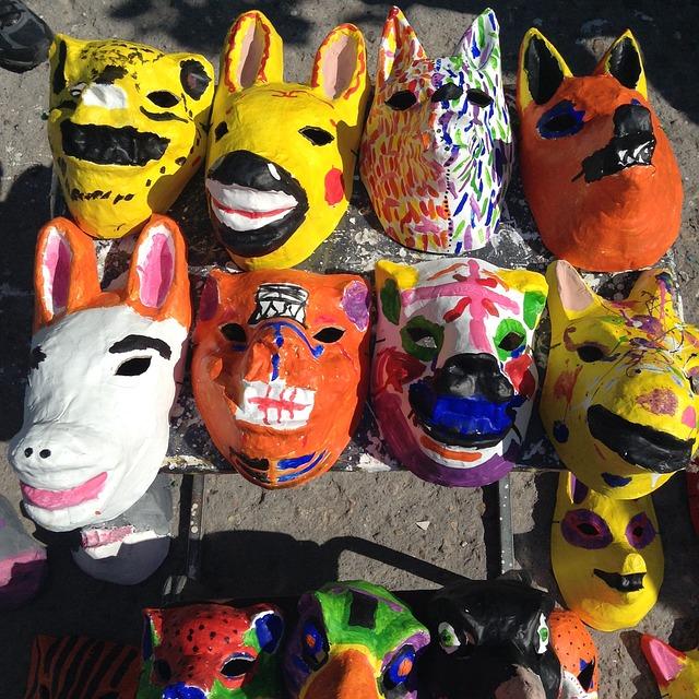 Masques fait avec de la colle pour papier mâché
