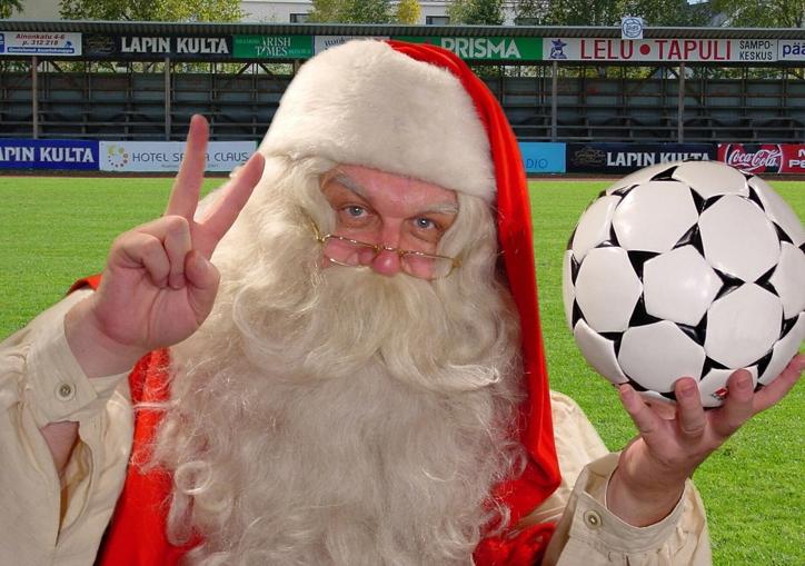 santa_claus_loves_football_soccer