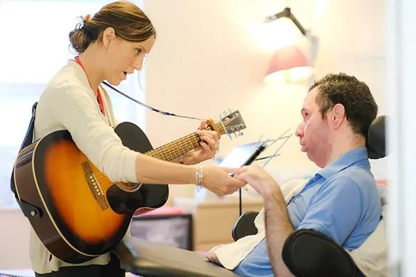 Music-therapy-guitar-and-patient
