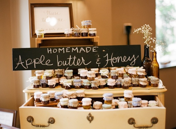 5 Easy and Edible Wedding Favor Ideas - Fairly Southern