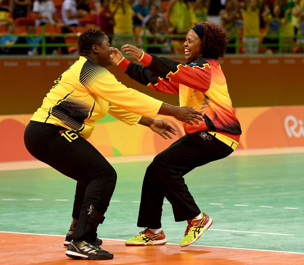 As guarda redes de Angola festejam uma vitória (Foto: zimbio.com)