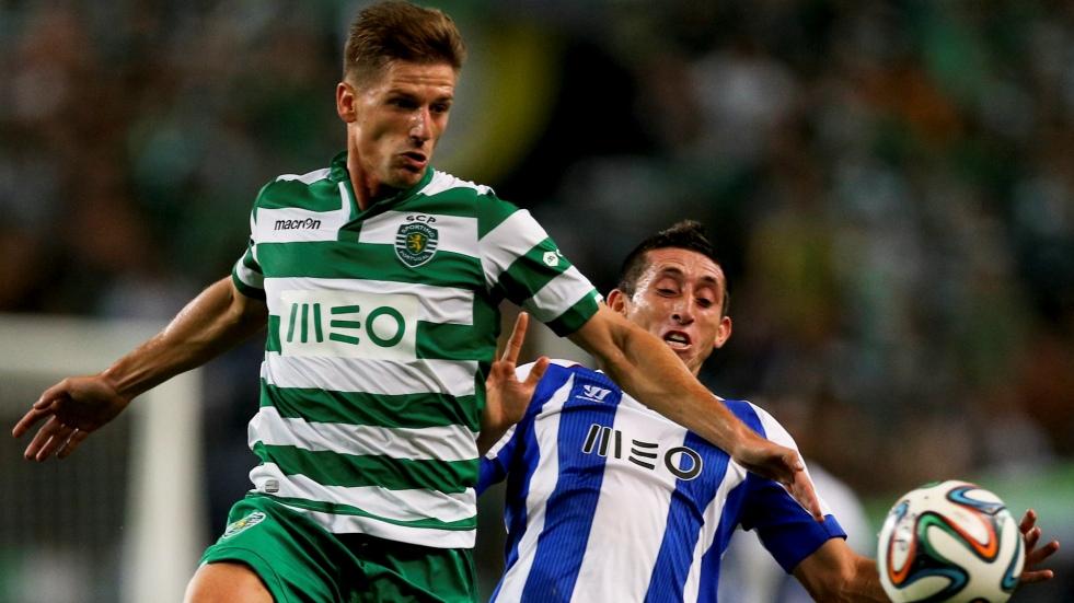 Duelo entre Adrien e Herrera. Foto: Jornal de Notícias