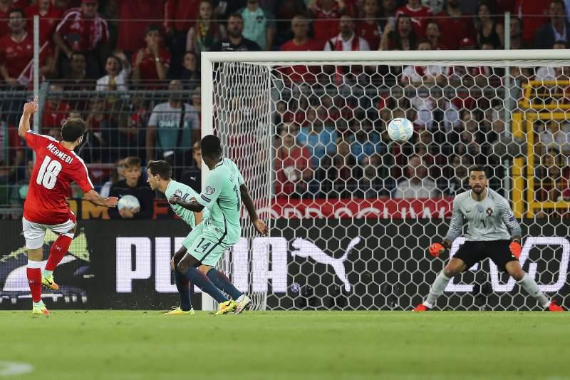 Mehmedi faz o 2-0 para a Suíça. [Foto: desporto.sapo.pt]