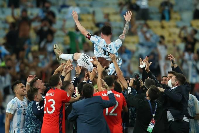 Argentinos-comemoram-titulo-Foto-Alexandre-Schneider.jpg?fit=680%2C453&ssl=1