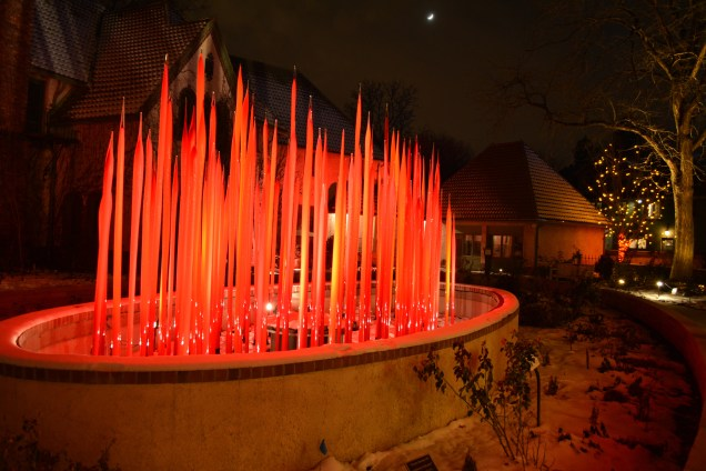 The permanent Chihuly glass.