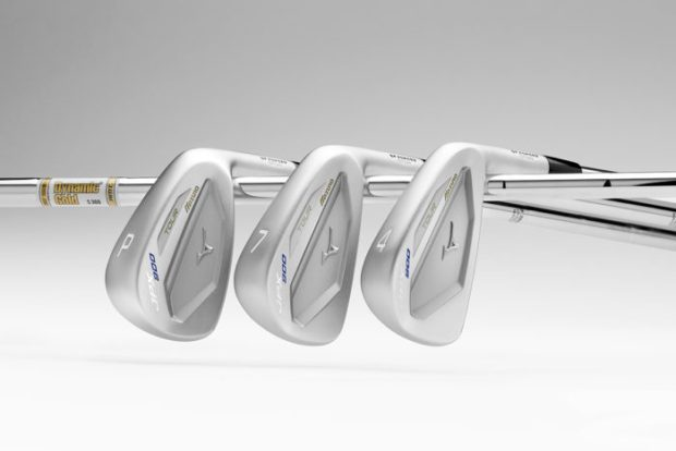 JPX900_Tour_3Clubs-Shafts