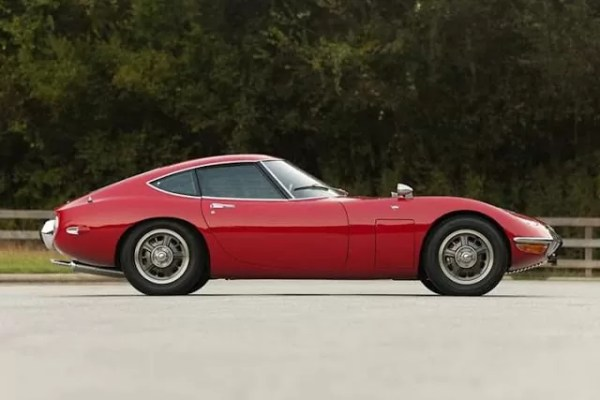 Side View of toyota 2000GT super car