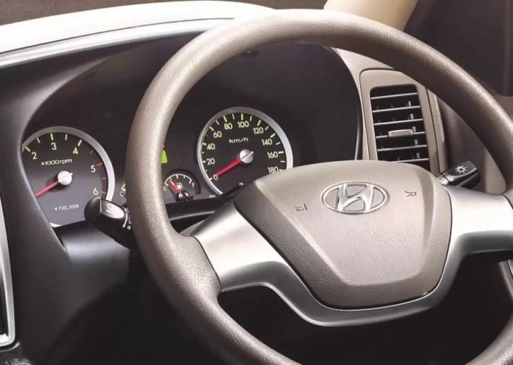 4th Generation Hyundai Porter H 100 Pickup Truck steering wheel