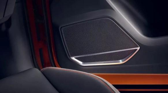 2nd generation Audi Q3 SUV speakers