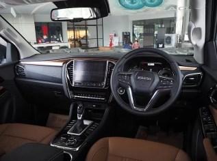 2nd generation Isuzu Mux suv high quality interior