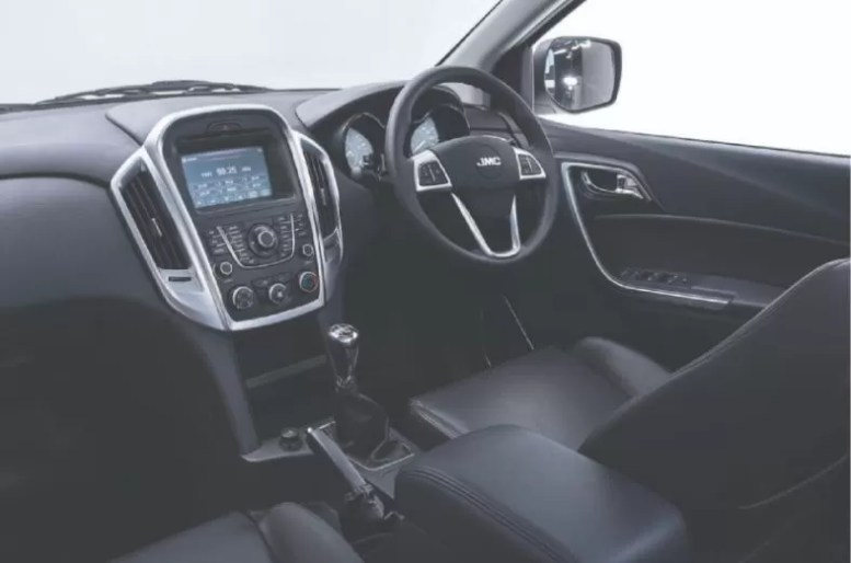 2nd generation jmc vigus 5 pickup truck front cabin interior view
