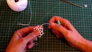 Tatting. Split chain_Moment